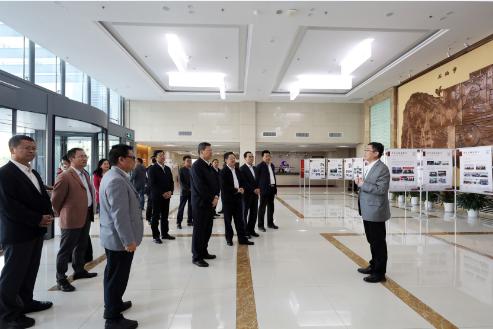 赤峰市市委副書記、市長孟憲東來教育發展中心考察